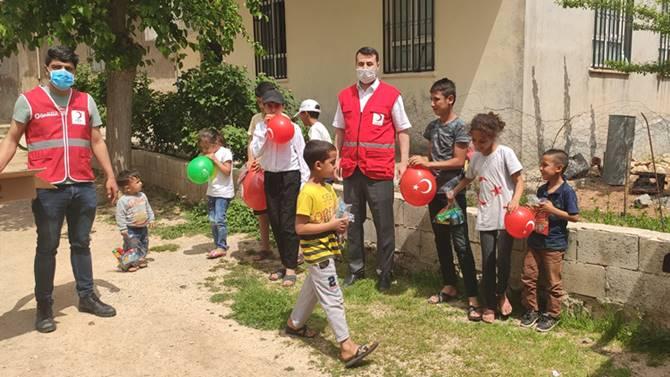 Photo of Kızılay Karaköprü şubesi 23 Nisan'da çocukların yüzünü güldürdü