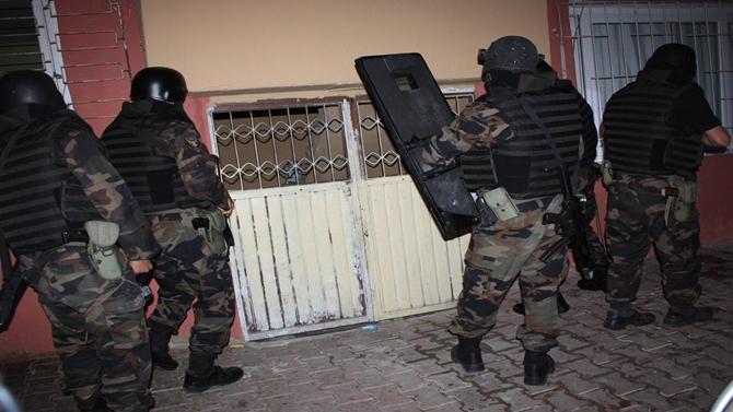 Photo of İstanbul'da Uyuşturucu Tacirlerine Operasyon Yapıldı Gözaltılar Var